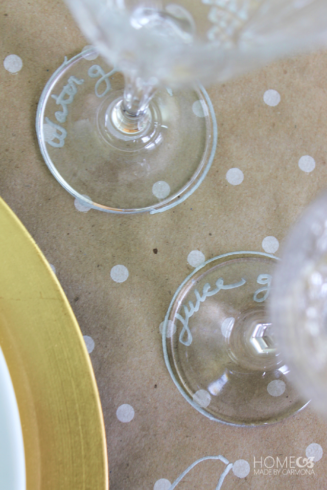 Paper place mats with outline
