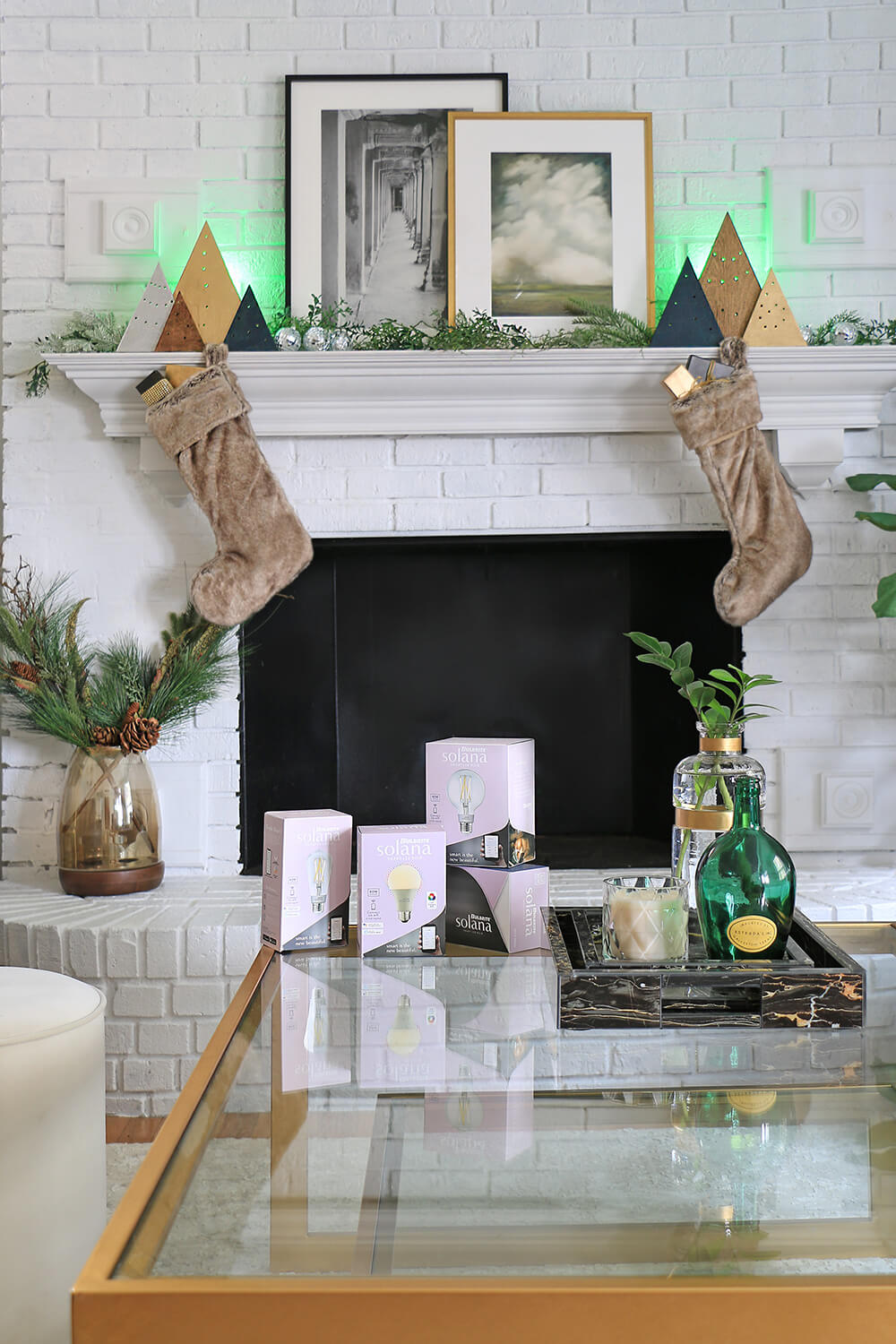 Bulbrite-Solana-bulbs-in-holiday-living-room