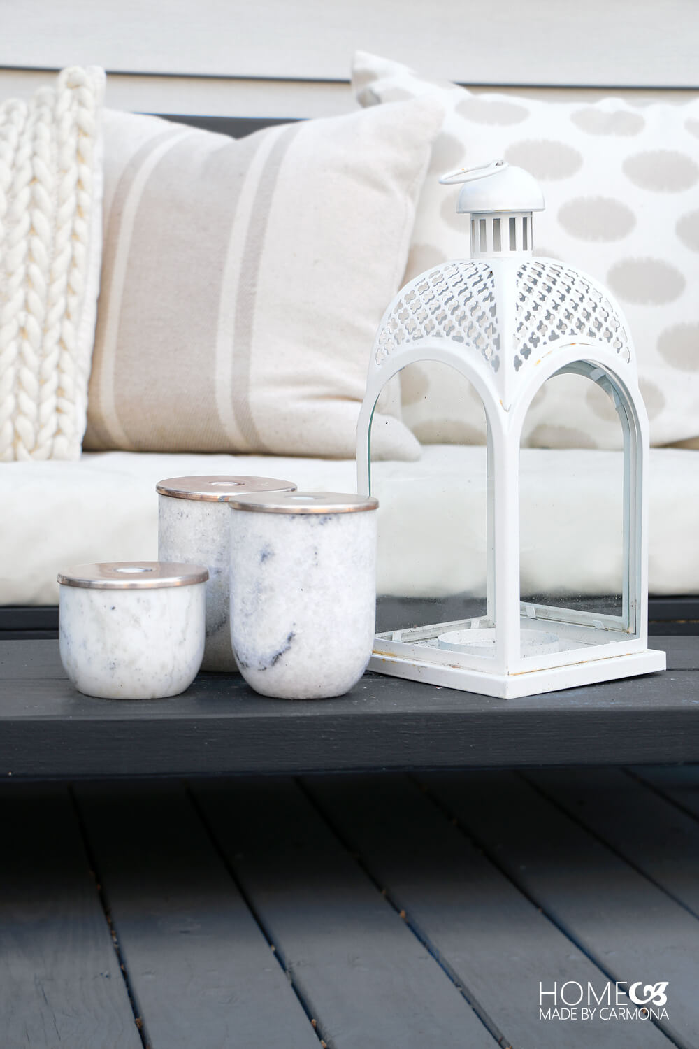Simple Outdoor Coffee Table Decor