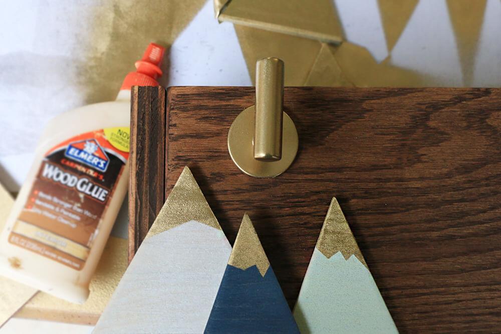 Glue-mountains-onto-box