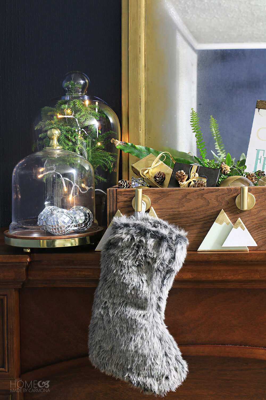 Mantle-Stylling--stocking-hanging