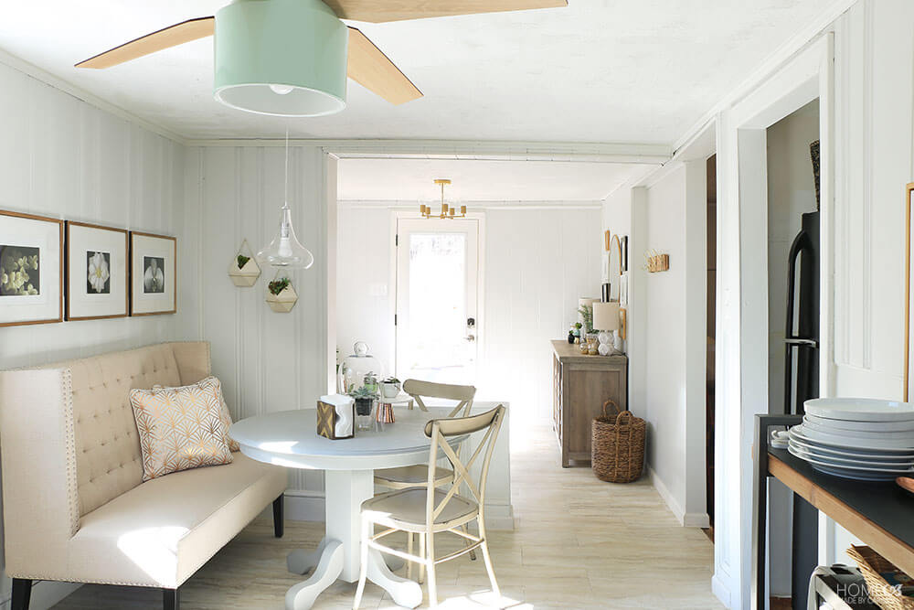 Cottage-eating-nook-and-front-entry