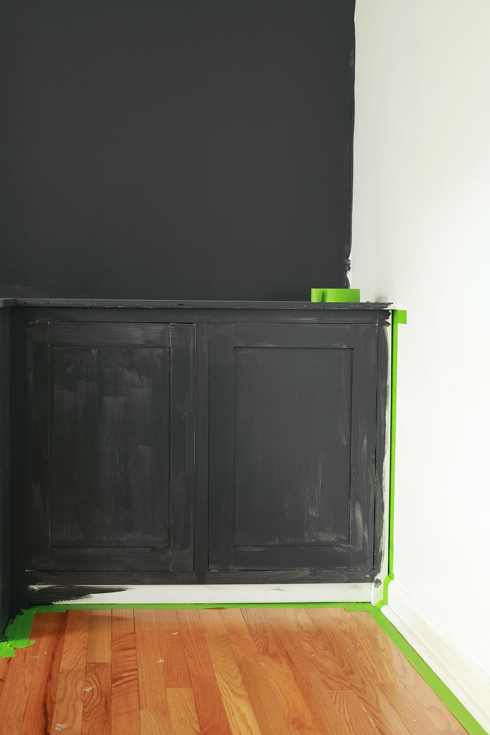 Taping-off-cabinets