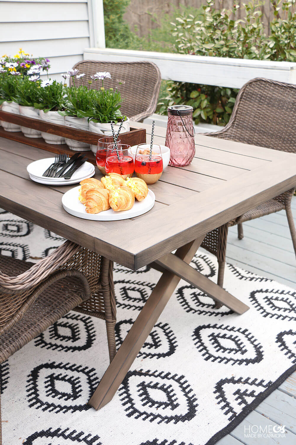 Tips for Effortless Outdoor Entertaining