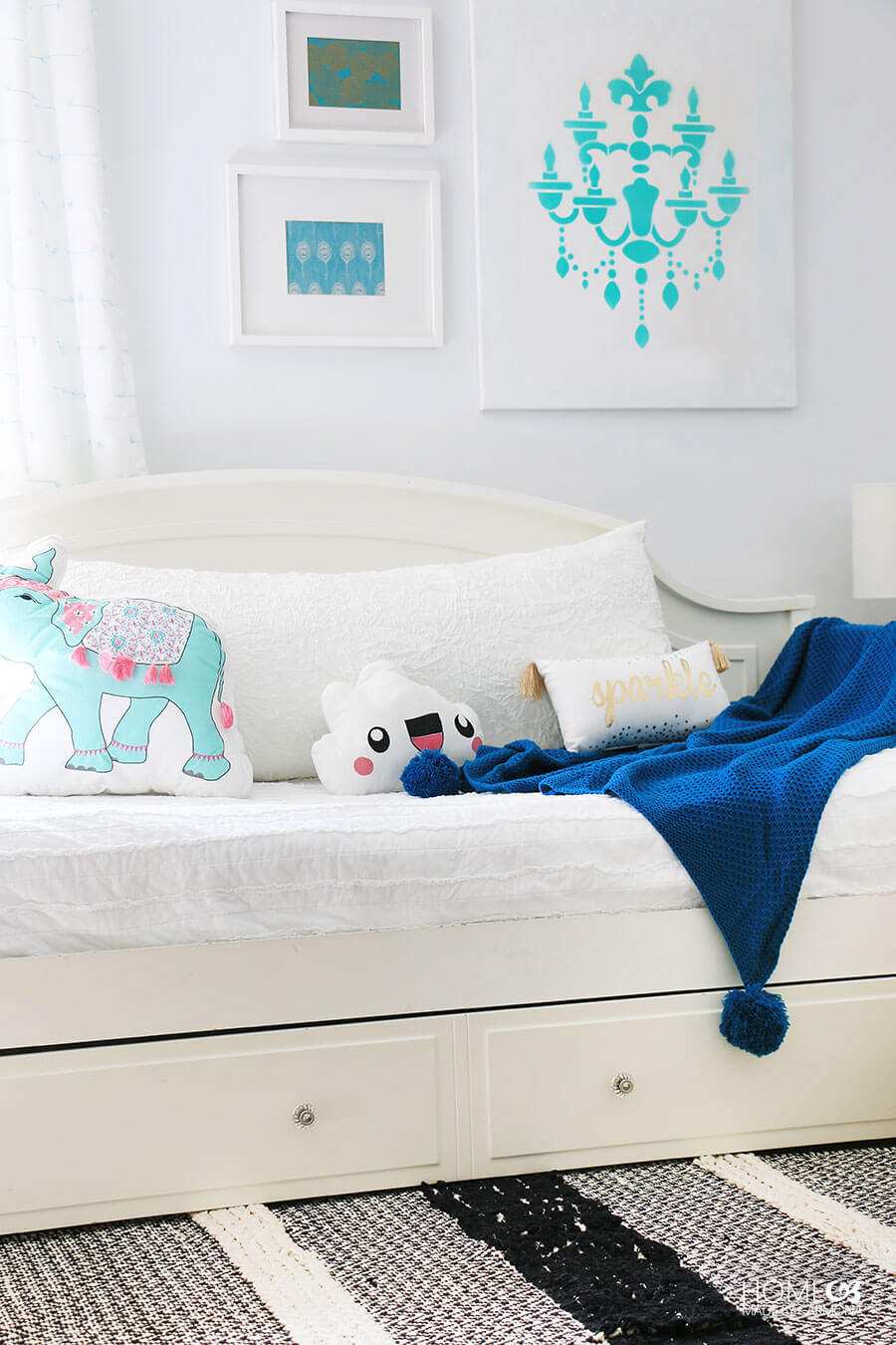 Cute-Girl's-Bedroom-Styling