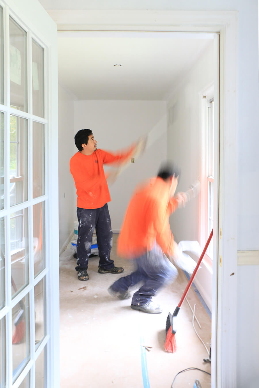 Construction-workers-painting