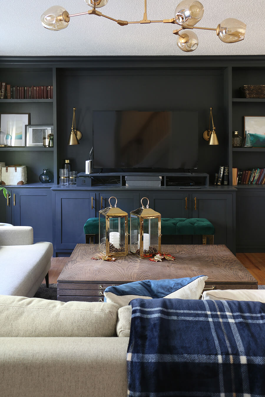 Fall-Living-Room-With-Dark-Builtins