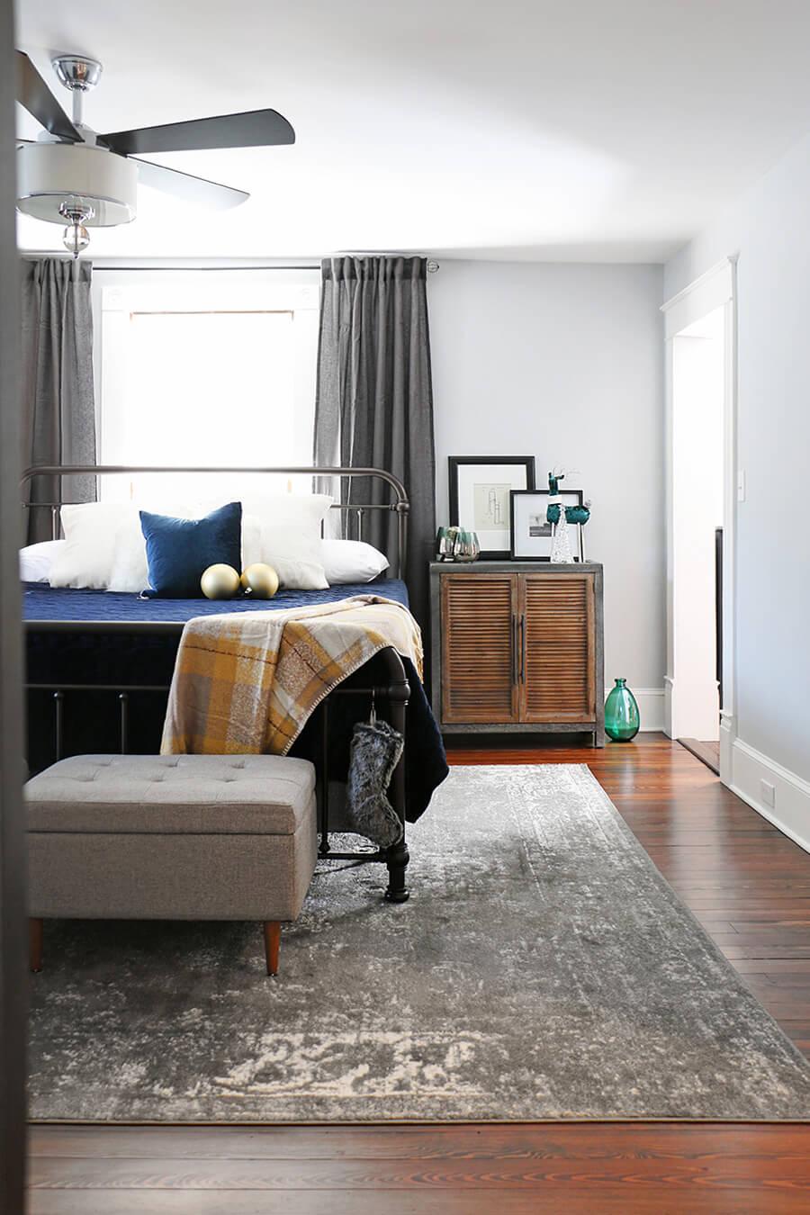 Grey-bedroom-decorating