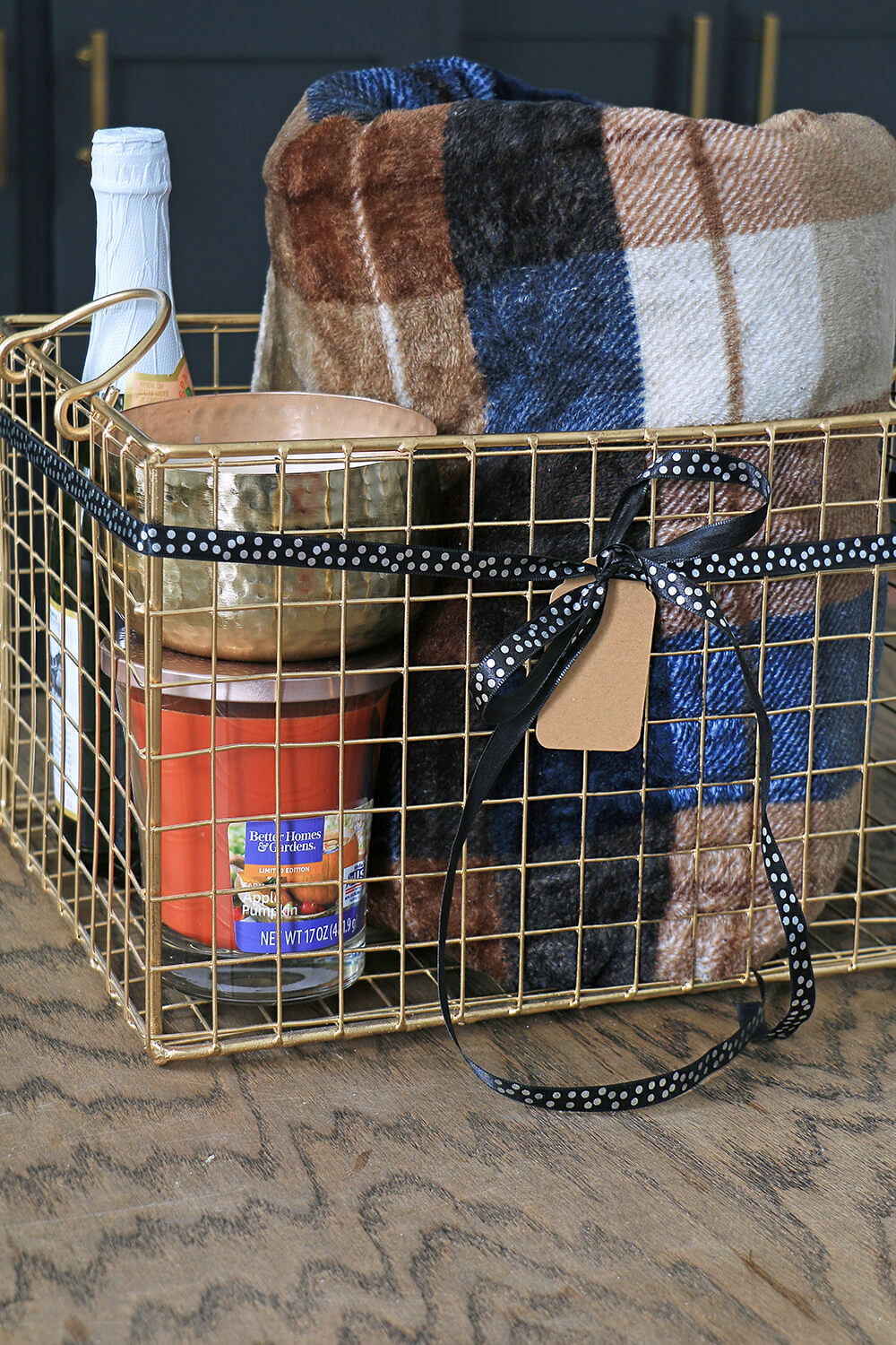 Gift-Basket-with-blanket