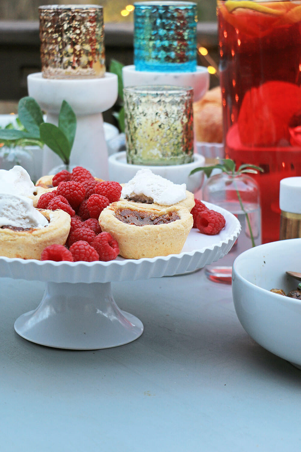 Cake stand with tarts