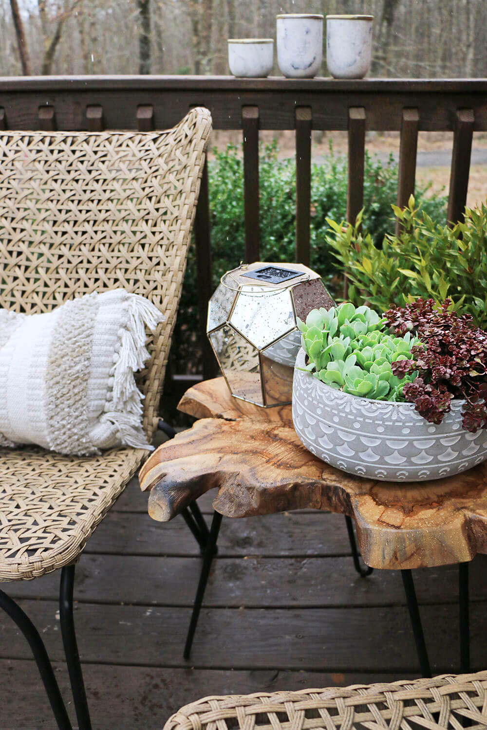 Outdoor-Accent-Table-and-Planter