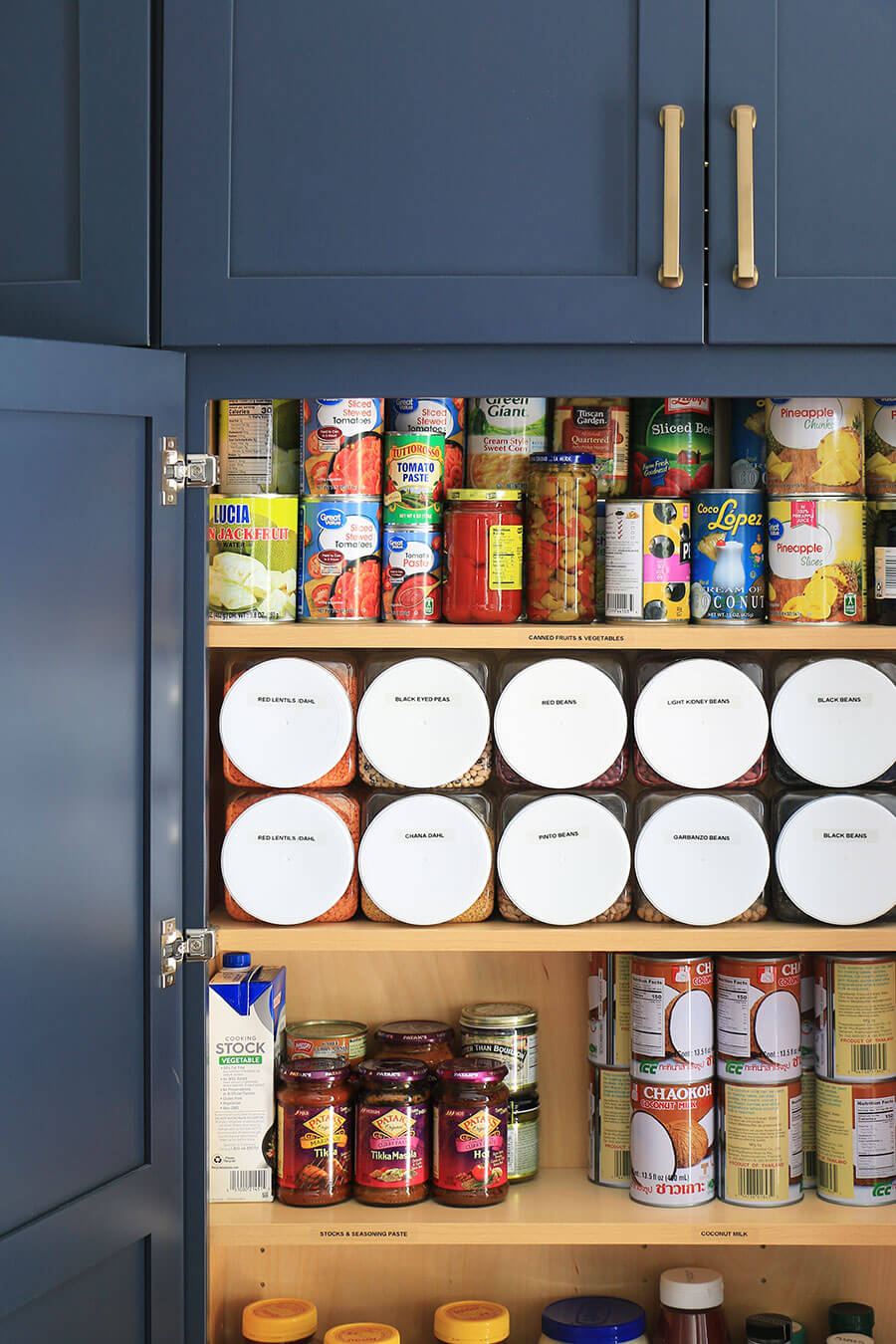 Food-storage-and-labeled-containers