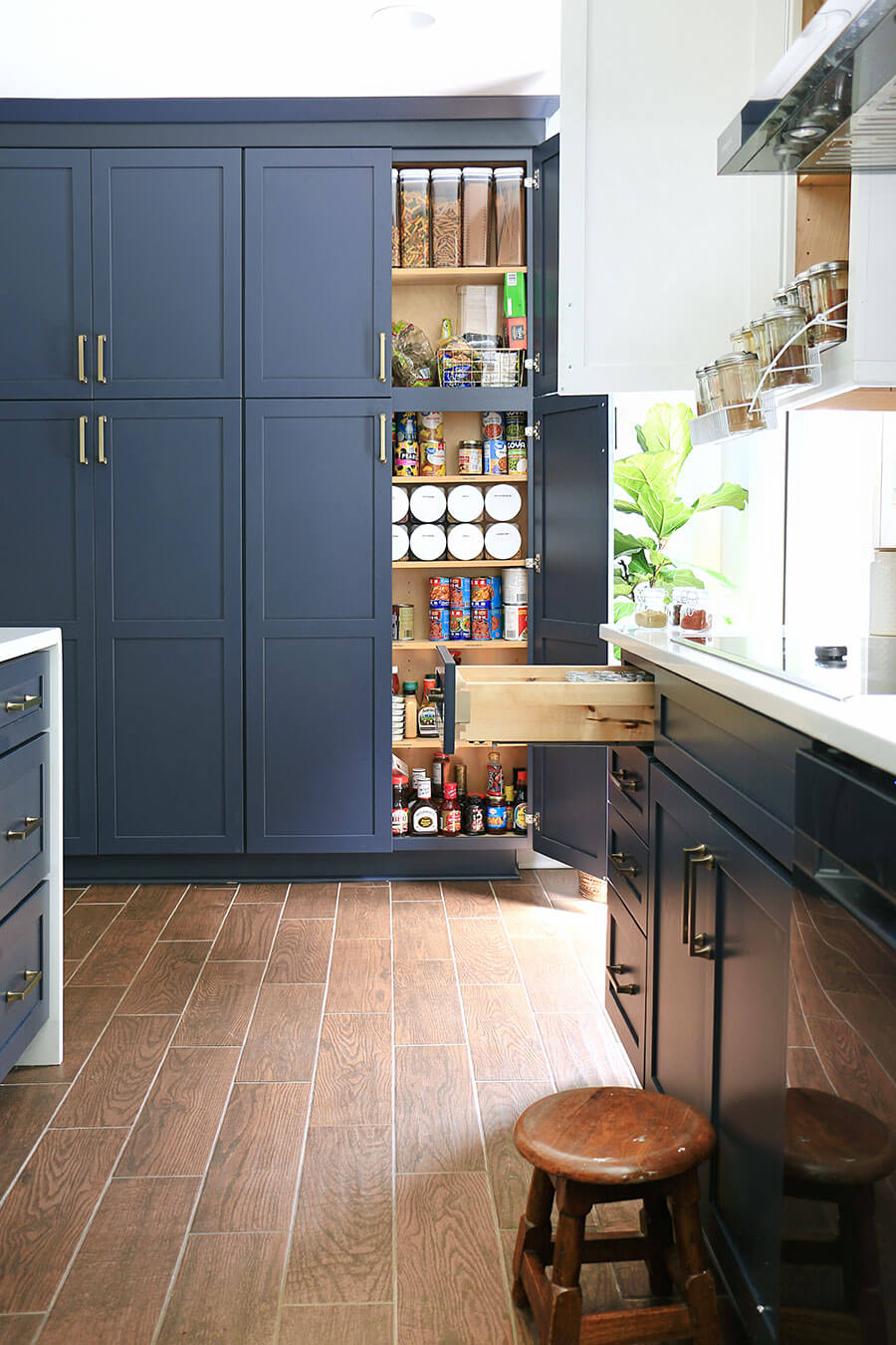 Open-kitchen-cabinets-and-drawers