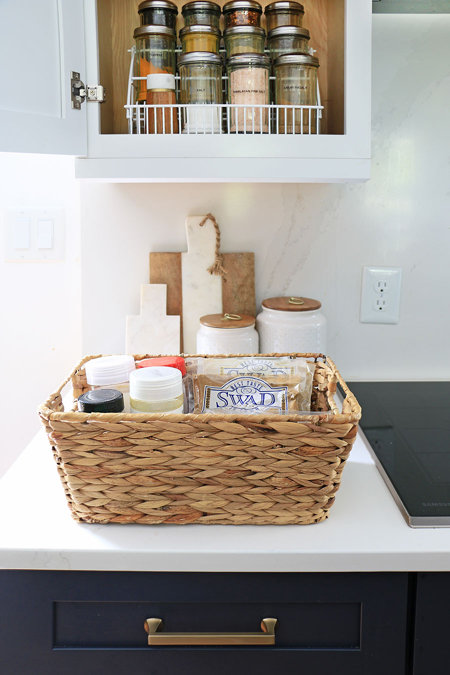 Spice-cabinet-and-basket-with-spices