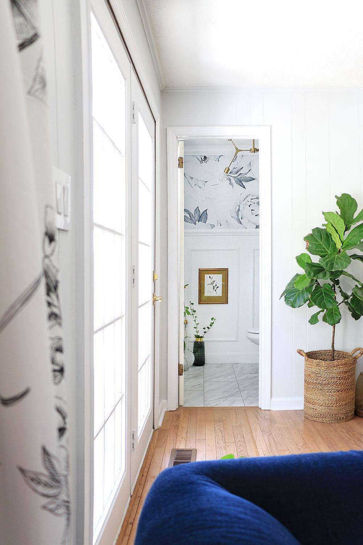 Room-looking-into-powder-room